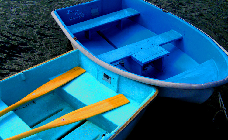 About_blue_2_boats_crop